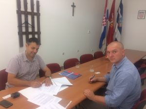 Read more about the article POTPISIVANJE UGOVORA